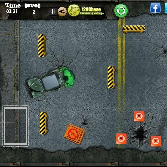 Халк толкает машину на парковку